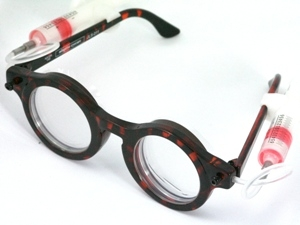 Self-adjustable glasses