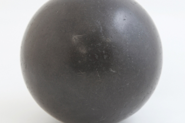 Polystyrene ball coated with graphite powder